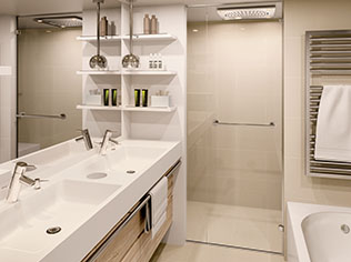 Suite bathroom with tub National Geographic Endurance