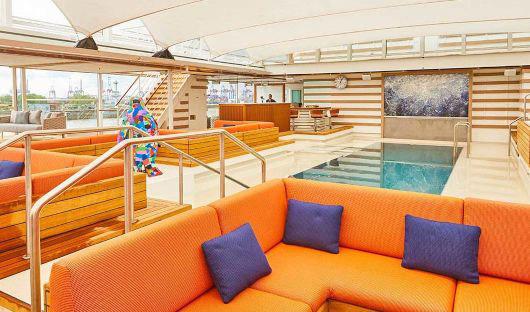 Hanseatic Inspiration Pool Bar